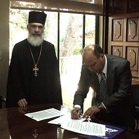 URG President Dr. Reyes-Lee signs Agreement